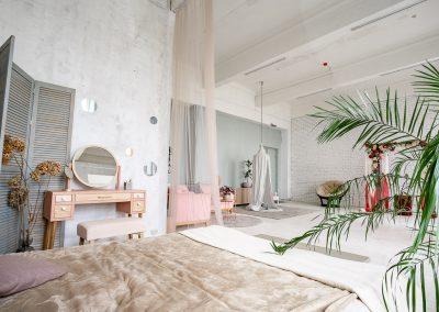 Фотостудия для фотосессий в Минске, аренда интерьерных залов с мебелью и оборудованием для фото и видео съемки